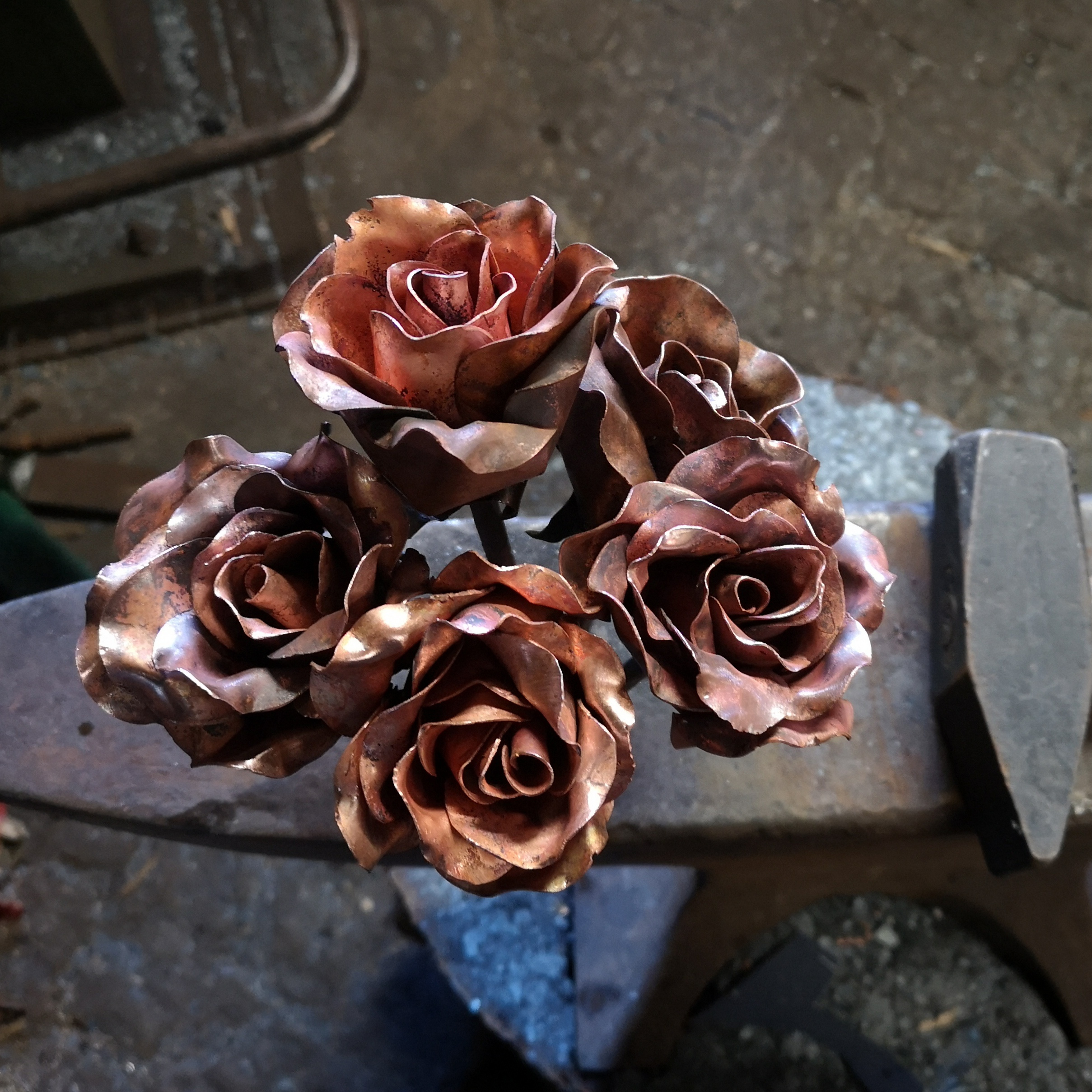 Bunch of 5 copper and steel forged roses